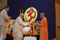 Yogacharya B.K.S.Iyengar Visit Yoga Vidya Gurukul ashram in Trimbak with Dr Vishwas Mandlik (Rushi Dharmajyoti)