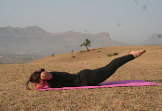 unsupported-locust-pose-step